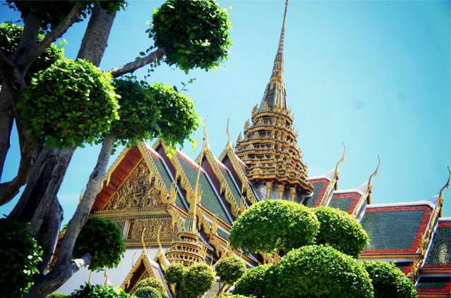 grand palace bangkok summer sunshine