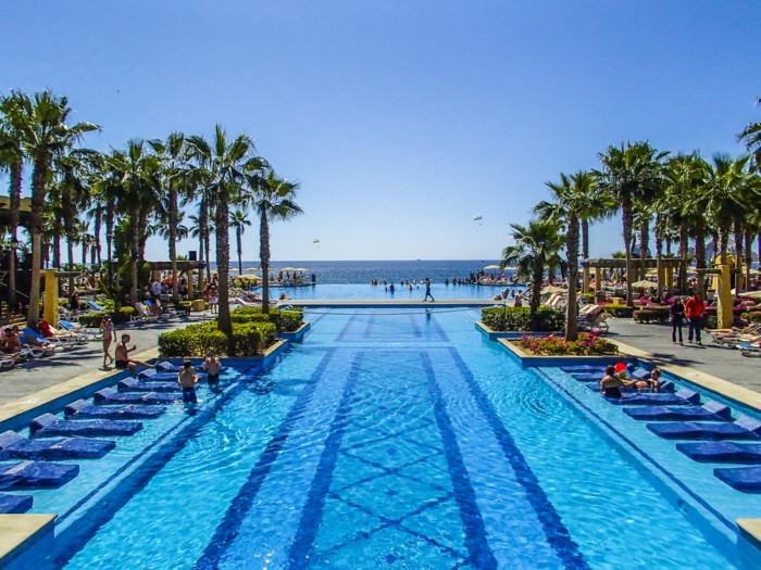 The Pros and Cons of a all inclusive resort