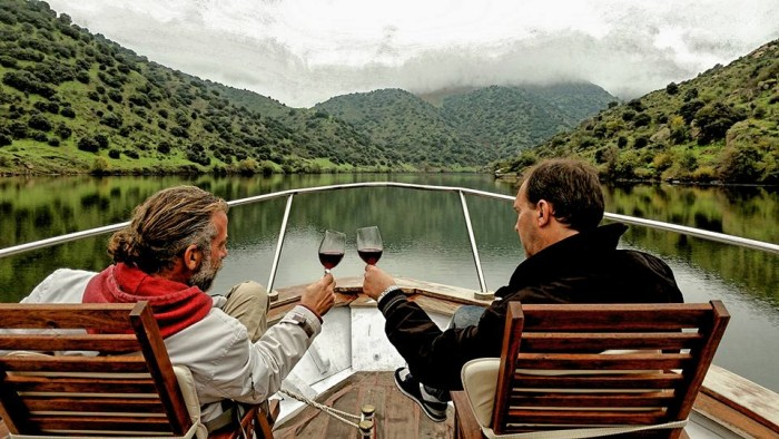 Wine&boat&stunning scenery