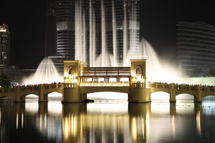 bridge to watch the dubai fountains