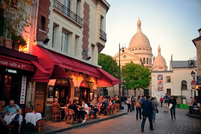 Which neighbourhood is the best for tourists in Paris !