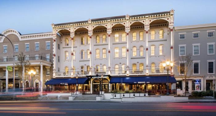 hotels in Saratoga Springs