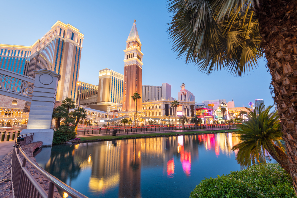 This image has an empty alt attribute; its file name is las-vegas-day-trips.jpg
