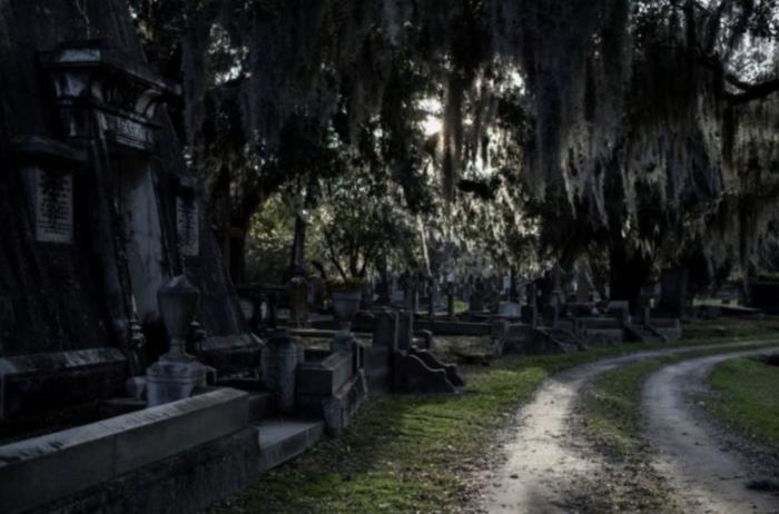 Charleston: Magnolia Cemetery Nighttime Tour