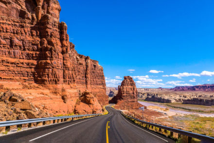 reasons-Why-you-should-rent-a-car-in-Las-Vegas (1)