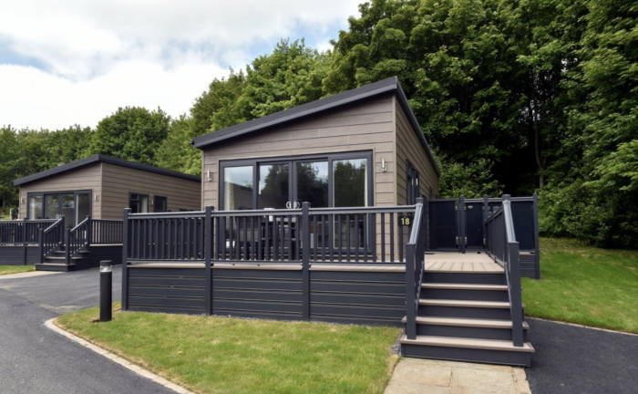 LODGES WITH HOT TUBS IN THE UK