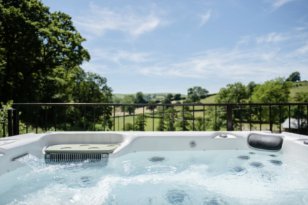 uk hot tub lodges