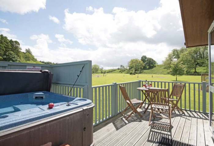 hot tub lodge uk