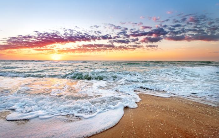 Colorful,Ocean,Beach,Sunrise,With,Deep,Blue,Sky,And,Sun