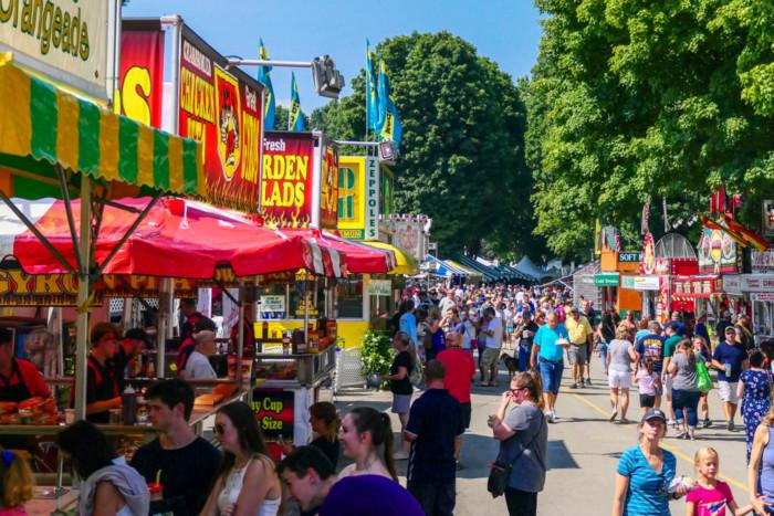 Rhinebeck,,New,York,,Usa,July,2,,2019,Crowds,Of,Visitors