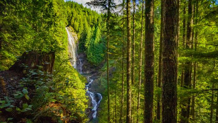 Beautiful waterfalls near Seattle