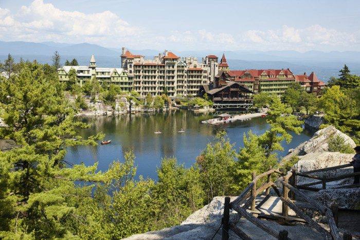 Mohonk,Mountain,House,Resort,(built,In,1879),And,Mohonk,Lake,